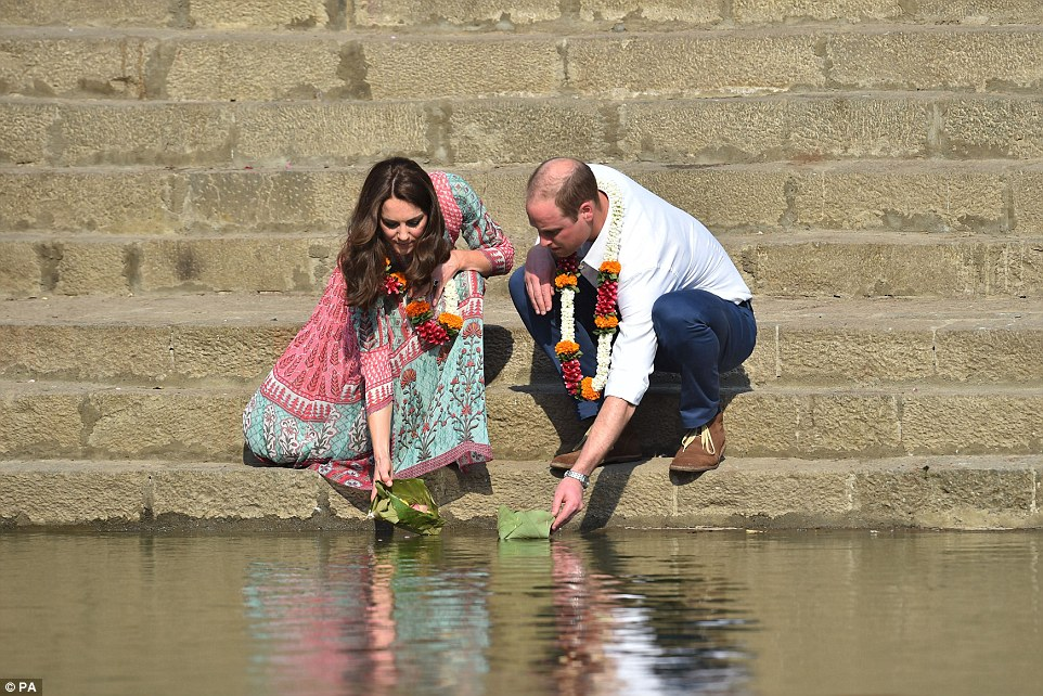 3307326100000578-3532239-The_Duke_and_Duchess_of_Cambridge_received_a_traditional_welcome-a-330_1460292953820