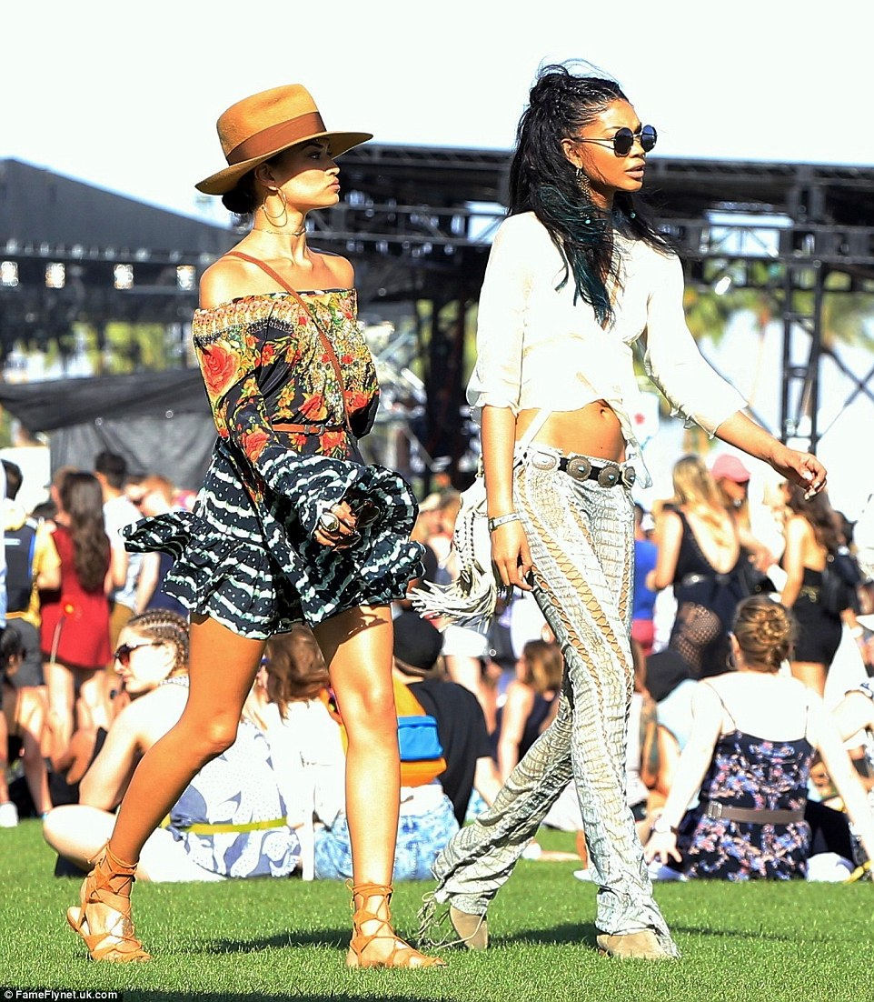 333F27FB00000578-3544334-Supermodel_pals_Shanina_Shaik_left_and_Chanel_Iman_right_treat_t-a-53_1460900150959