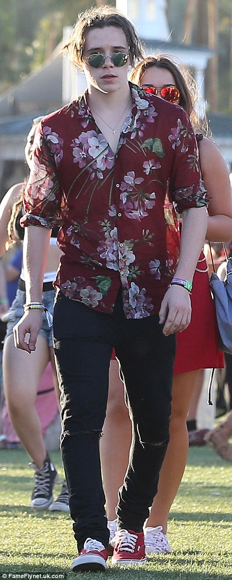 3342B8A900000578-3544334-Bold_Brooklyn_Beckham_added_a_tropical_touch_to_his_Coachella_lo-a-29_1460900150228