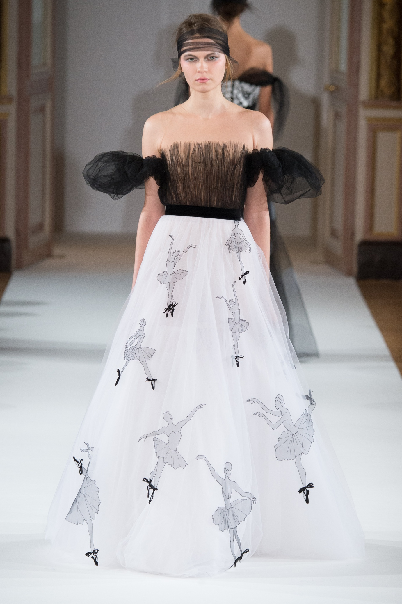 yanina_couture_ss16___look_25_jpg_566_north_1382x_black
