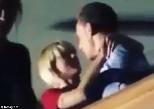 358DAB5900000578-3654466-Can_t_keep_her_hands_to_herself_Taylor_Swift_and_Tom_Hiddleston_-m-264_1466610128121
