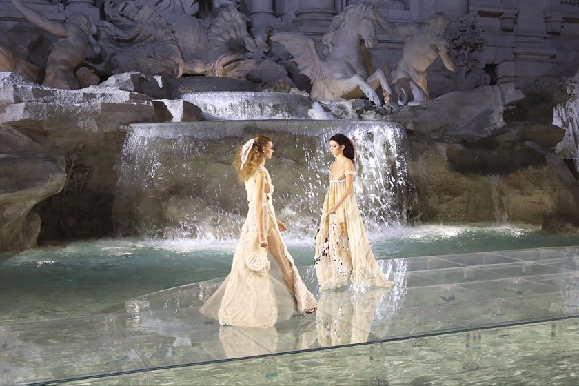 fendi-trevi-fountain-show_01