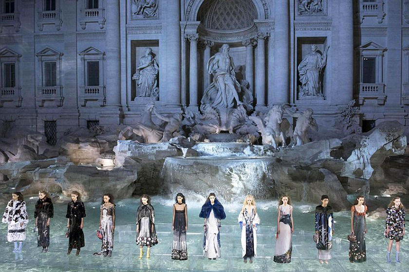 fendi-trevi-fountain-show_04